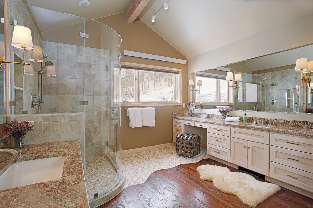 Bar Y - Bathroom
